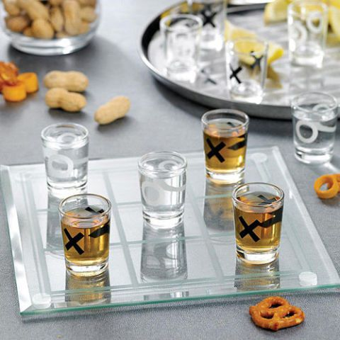 square-1451335212-tic-tac-toe-shot-glasses.jpg